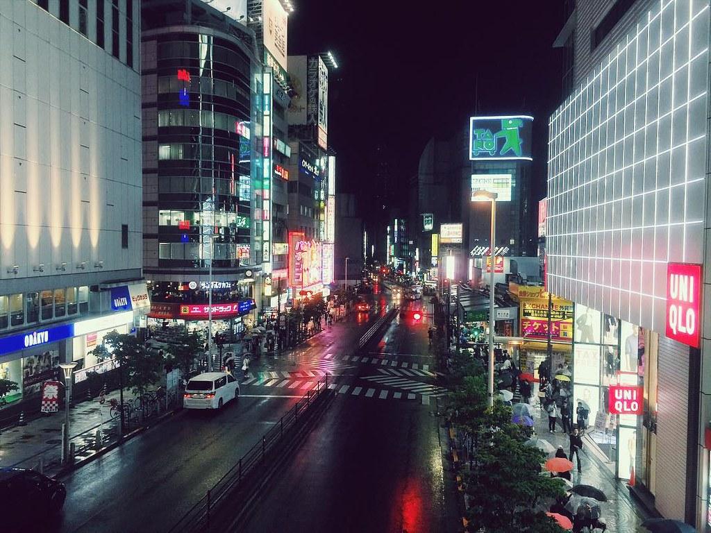 新宿駅西口方面
