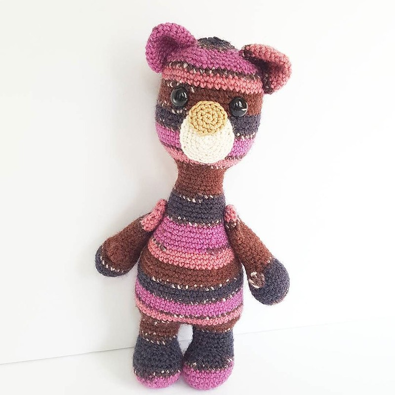 🐻💗 making toys is something I really need to get back to doing more of, I've missed it. it puts my mind in such a better place and that's nice because I've been feeling all kinds of shitty this year. . I used some sock yarn to make this gu