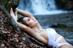 Fina am Wasserfall