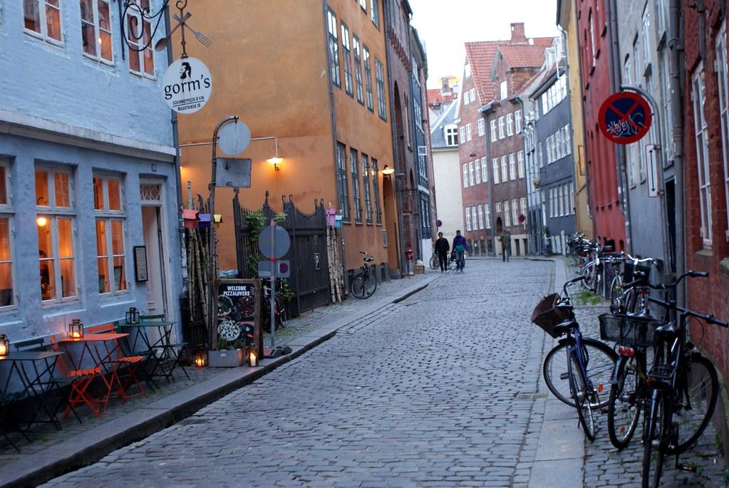 Rue de Magstræde à l'atmosphère médiévale dans le centre de Copenhague.