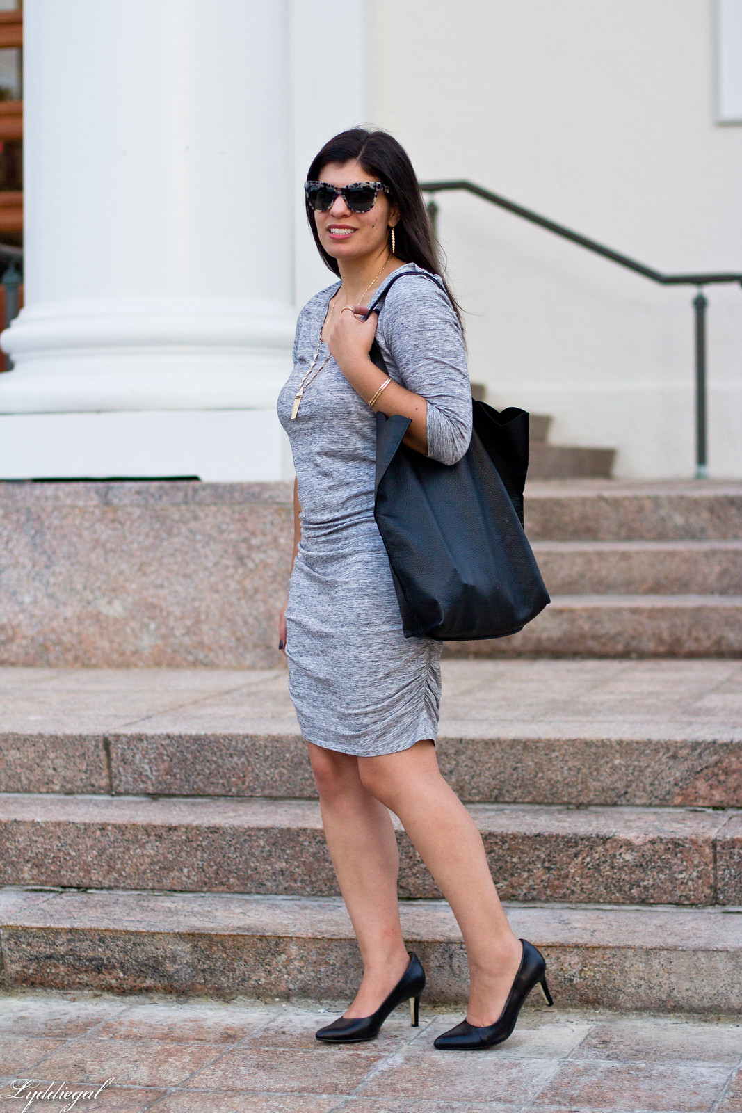 grey bodycon dress, black pumps, scalloped tote-1