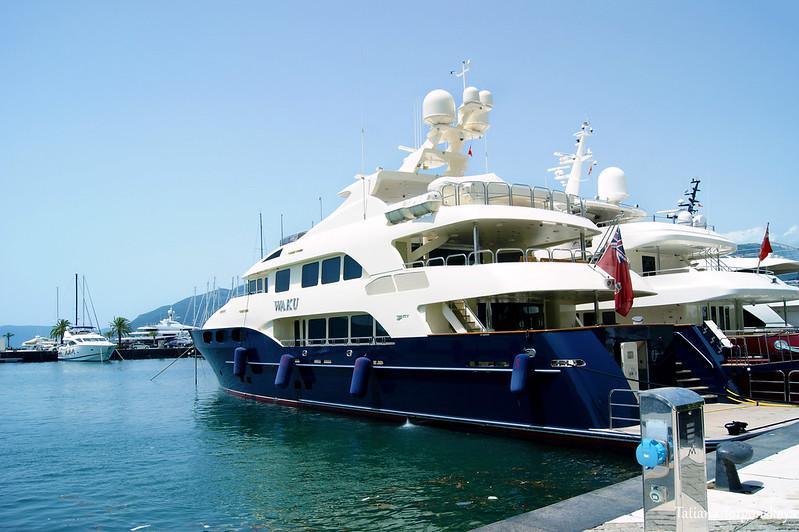 "Яхта ""Waku"" в Порто Монтенегро"