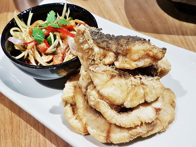 Mango Salad With Fried Fish