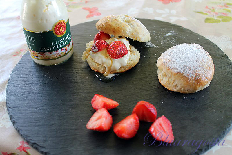 03-scones e clotted cream