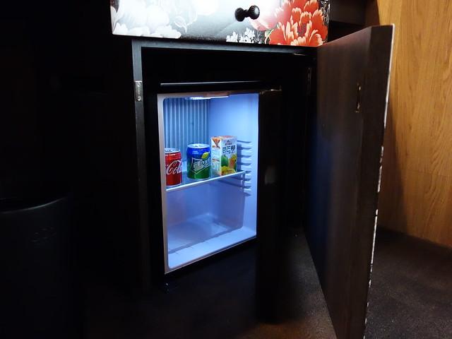 有附飲料,綜合果汁、雪碧、可樂@高雄Hotel dùa住飯店