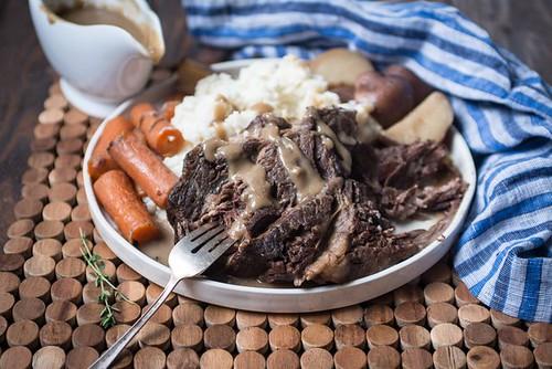 How to Make Gravy from a Crock Pot Roast (Including Roast Recipe)