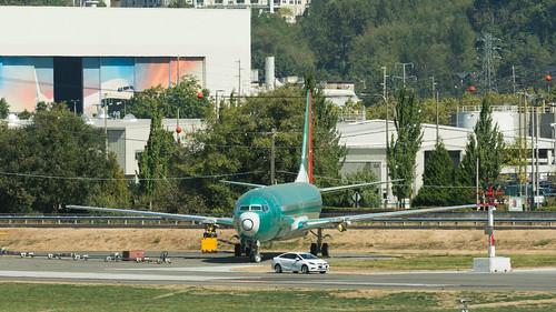 B-.... Shanghai Airlines 737-8 Max ln 6521