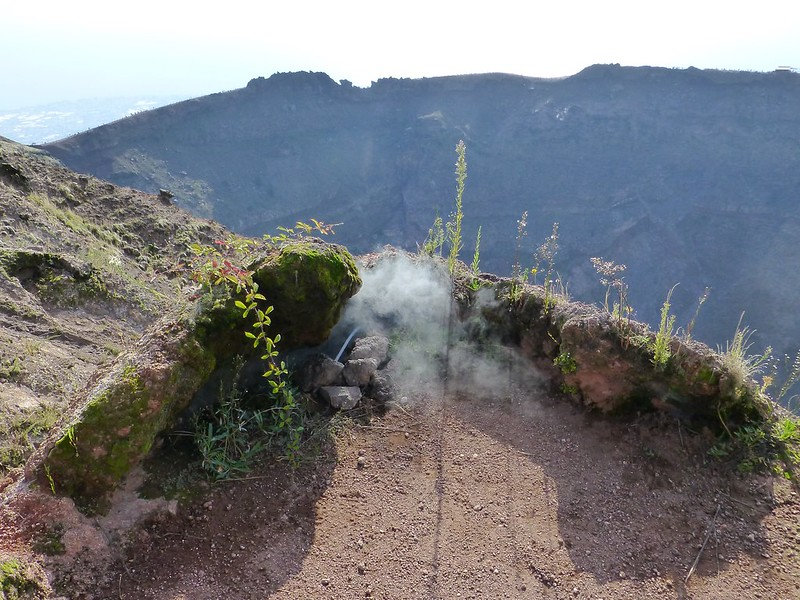 Vesuvius: fumes escaping from vents