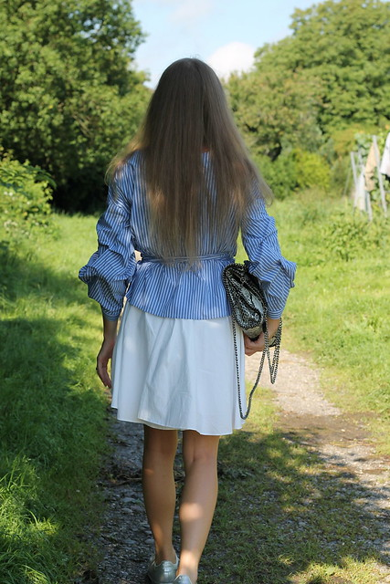 blue-blouse-whole-look-back-wiebkembg
