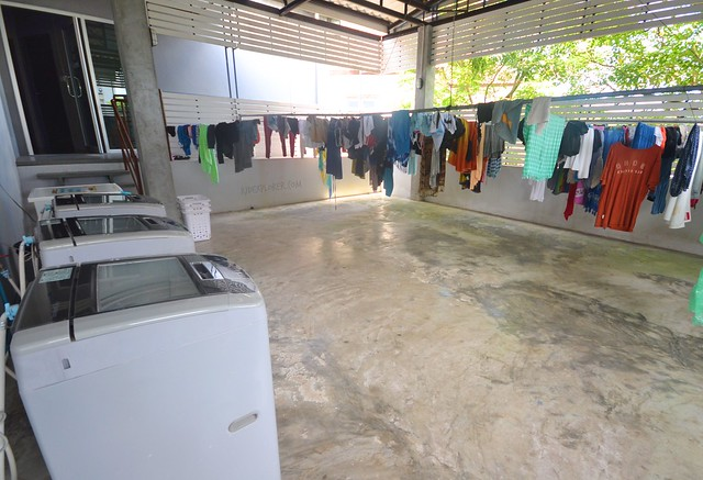 pak-up hostel krabi thailand laundry