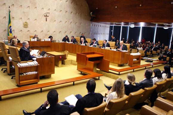 Ministros do STF decidiram, por 6 a 5, que padres e demais representantes religiosos poderão dar aula e professar fé na sala de aula - Créditos: Agência Brasil