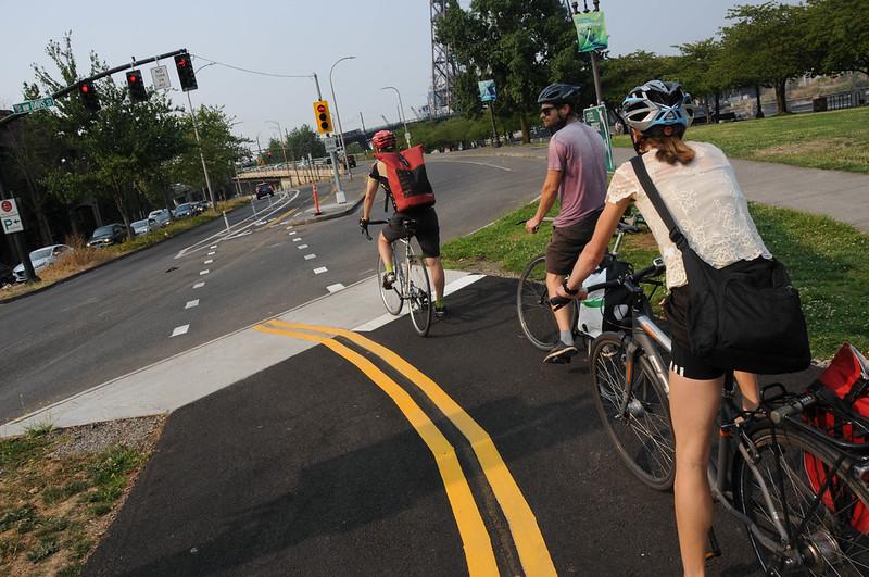 New bike signal Davis and Naito-10.jpg
