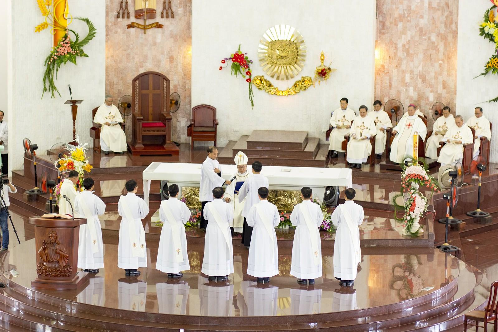 Giáo phận Bà Rịa: Thánh lễ Truyền chức Linh mục 2017 - Ảnh minh hoạ 12