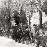 1944 Schüler bei Schlittenfahrt Böckweg sw