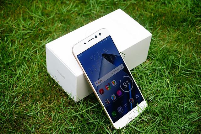 ASUS Zenfone 4 Selfie Pro Exterior Photos