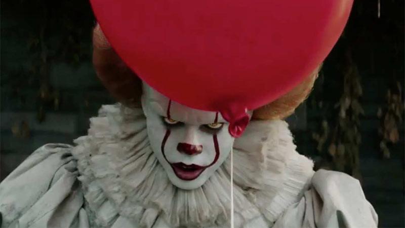 Badut Pennywise di film It (2017).