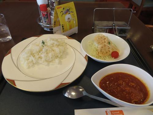 小倉競馬場のフィンズレストランのトマトチキンカレー
