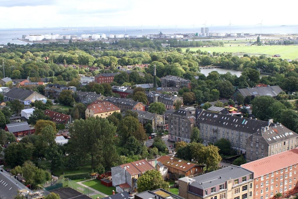 Vue panoramique sur le quartier de Christiania à Copenhague depuis l'église Saint Sauveur.