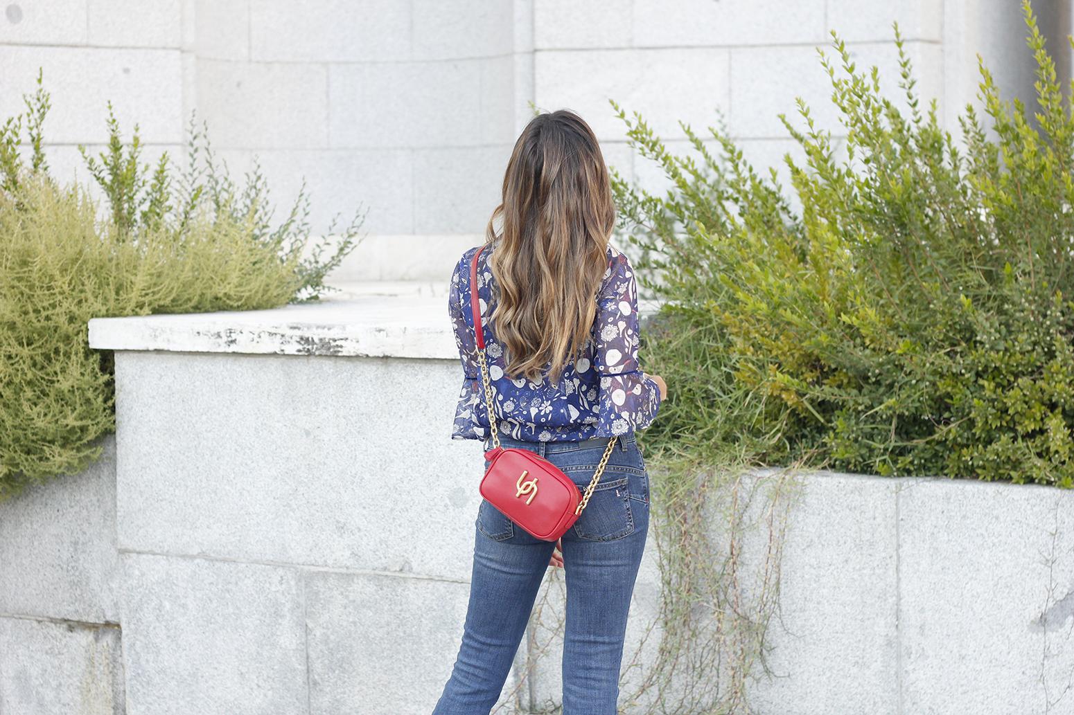 flared jeans liu jo blue blouse uterqüe boho outfit fashion style06