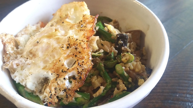 Fried egg & creamy curry vegetables