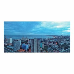 Habana libre, de noche _ Havana libre by night • • #vacaciones #holidays #vacances #panorama #habana #havana #lahabana #cuba #night #noise #landscapephotography #cuban #landscapelovers #landscapes #viaje #viajes #vacations #agosto #summertime #travelling