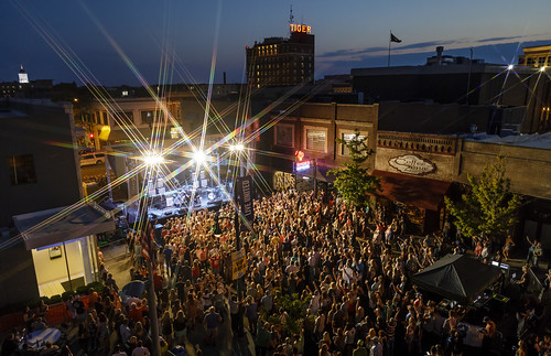 http://www.notleyhawkins.com/, Notley Hawkins Photography, Notley, Notley Hawkins, Downtown Columbia Missouri, 9th Street Summeriest, The Blue Note, band, concert, live, music, 2017, September, Murphy's Ford, the blue hour, blue hour, dusk, sunset, architecture, street, streetfest, street party, star filter class=