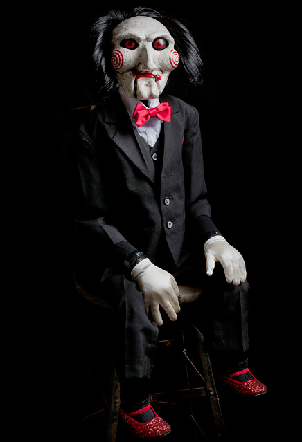 I want to play a game. TRICK OR TREAT STUDIOS - 《奪魂鋸》比利木偶1:1 複製品 SAW BILLY PUPPET PROP