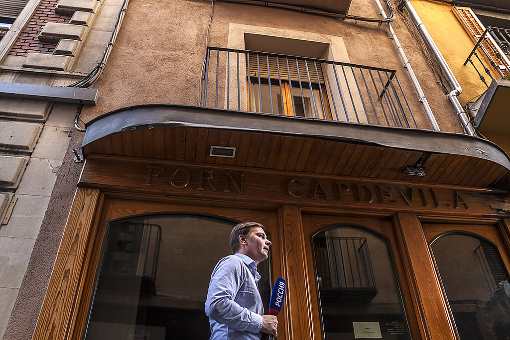 Russian reporter in front of imam's apartment building--Ripoll