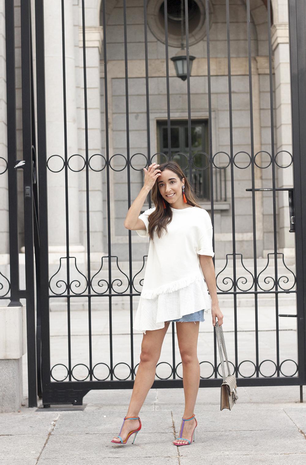 white blouse denim skirt carolina herrera sandals gucci bag summer girl outfit03