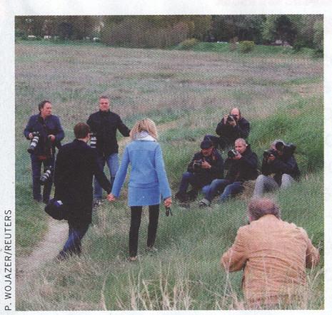 17h27 Macron Señora y los Fotógrafos 1 Uti 465