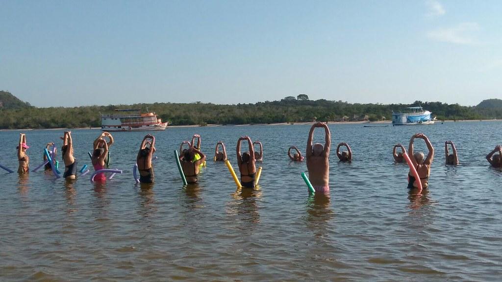 Hidroginástica na praia: idosos buscam qualidade de vida em Alter do Chão, hidro3