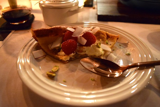Dutch Baby Pancake with Sweet Toppings | www.rachelphipps.com @rachelphipps