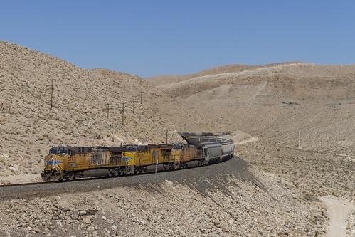 up union pacific trains railroad railfanning railway rail railroadphotography railroads train scurve tracks desert nevada