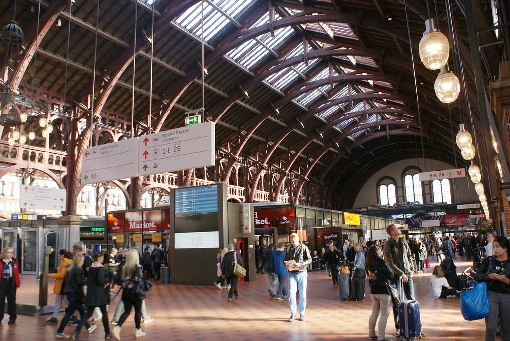 A l'intérieur de la gare de Copenhague.