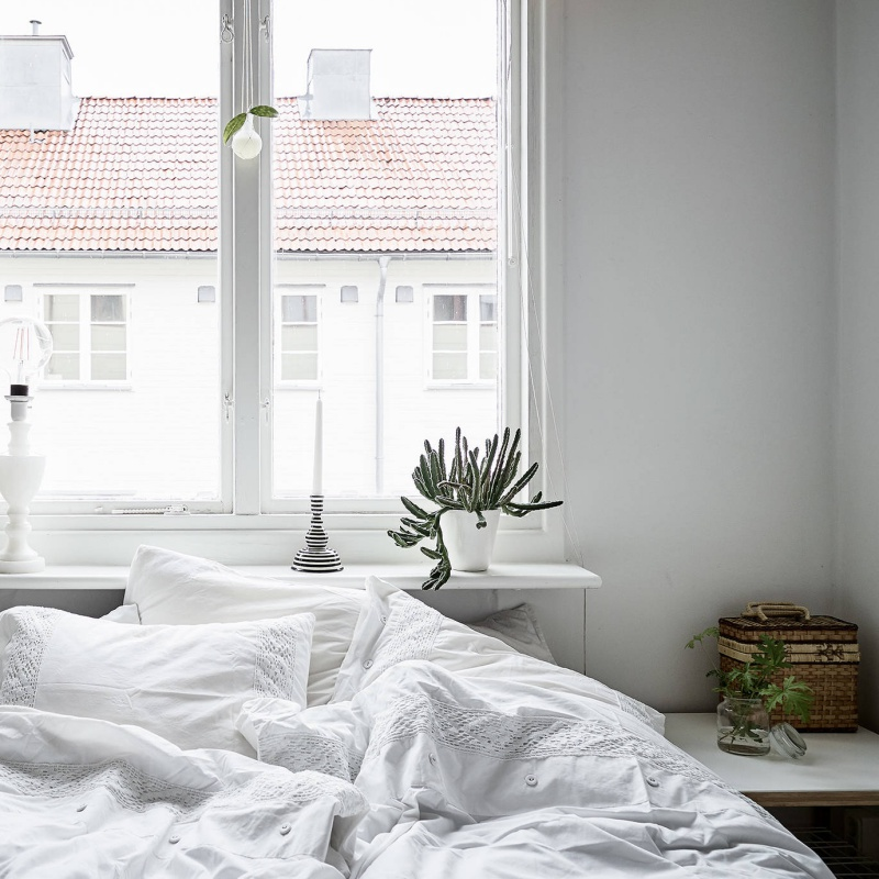 Scandinavian Apartment with Earthy Tones