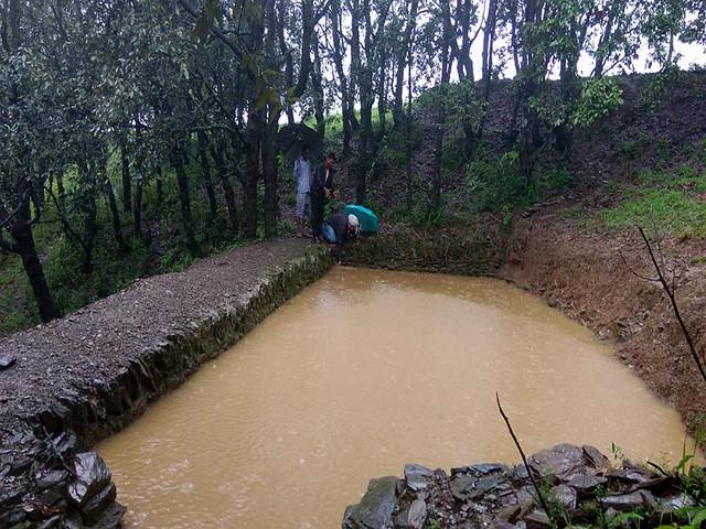 ग्रामीणों द्वरा बनाई गई वर्षाजल संग्रहण प्रणाली
