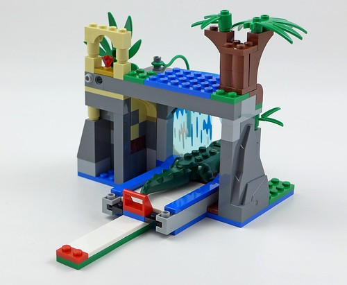LEGO City Jungle 60160 Jungle Mobile Lab 36