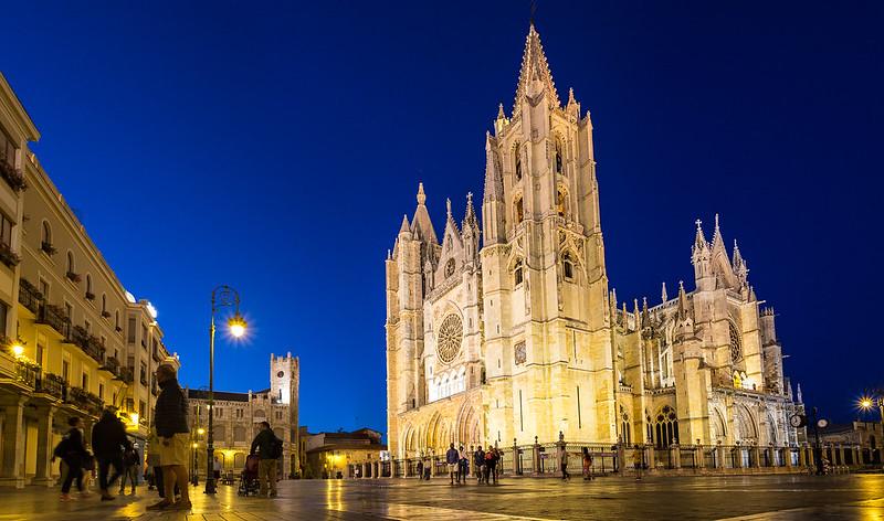 Catedral de León, de noche