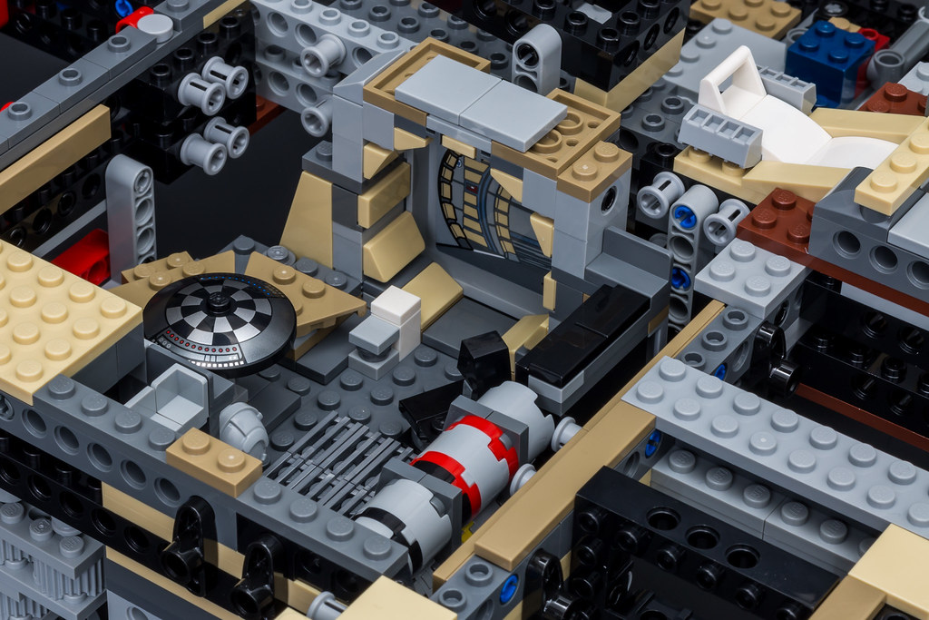 REVIEW] 75192 - Millennium Falcon - LEGO Star Wars - Eurobricks Forums