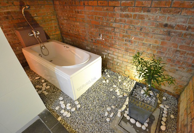 lavigo resort bungalow poolside room bathtub