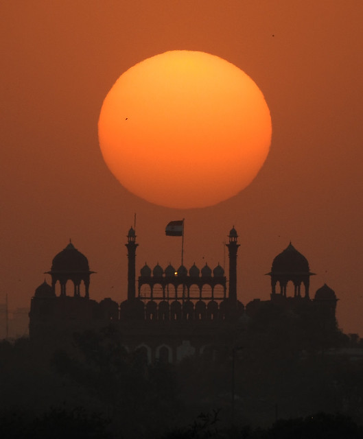 Sun and the red fort