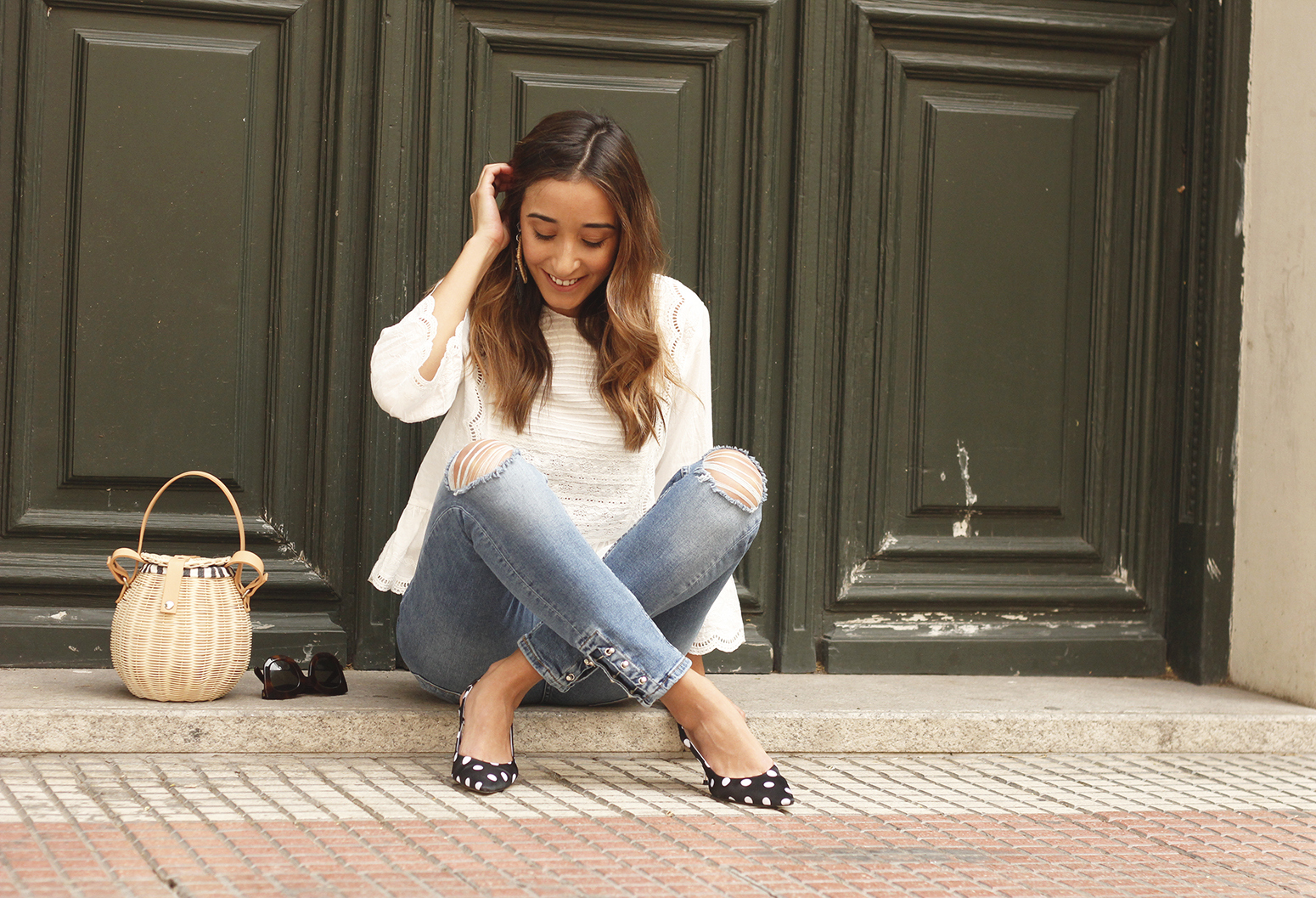 polka dot kitten heels white blouse ripped jeans outfit girl style fashion12