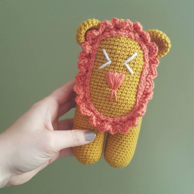 done with a lion for @chubbyknots_crochet #toysforsyrianrefugeechildren #crochetgirlgang #crochetersofinstagram #craftastherapy #crochetaddict #toymakers #amigurumi #amigurumilove #makersgonnamake