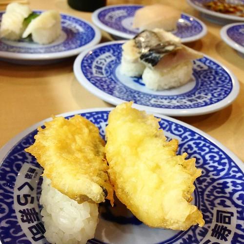 今日もいろいろ食べました。ちょうど30皿は家族三人のだいたい平均。 #くら寿司