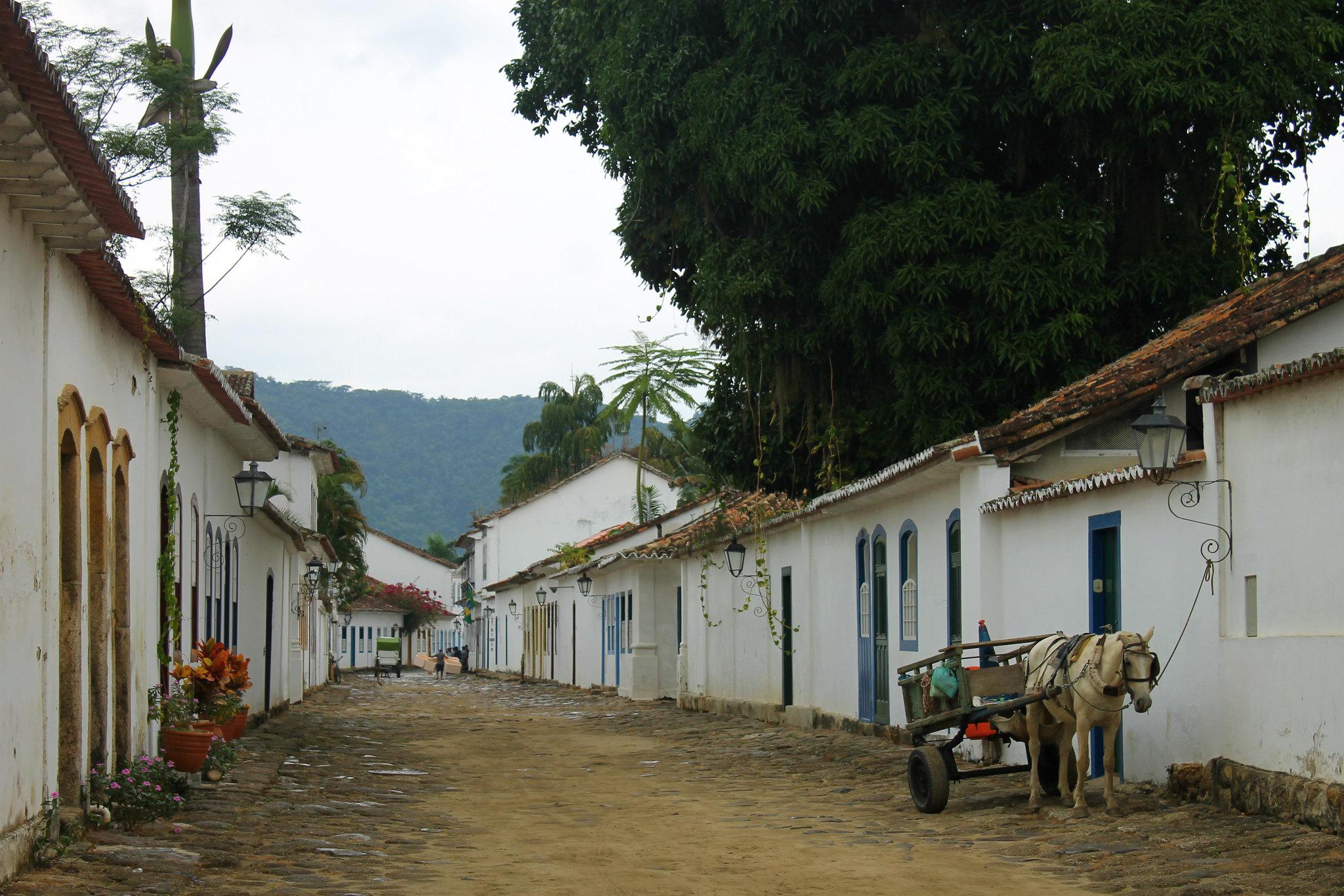 centro-historico-paraty12-charrete