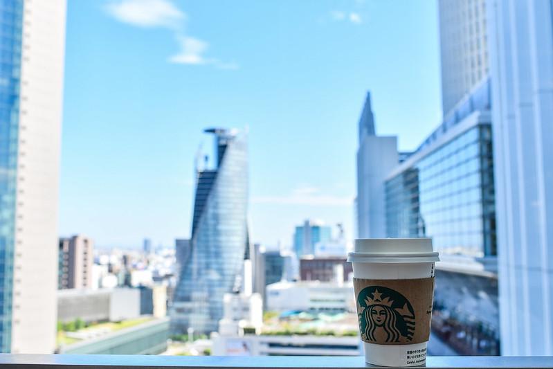 スタバのコーヒーと名古屋の景色