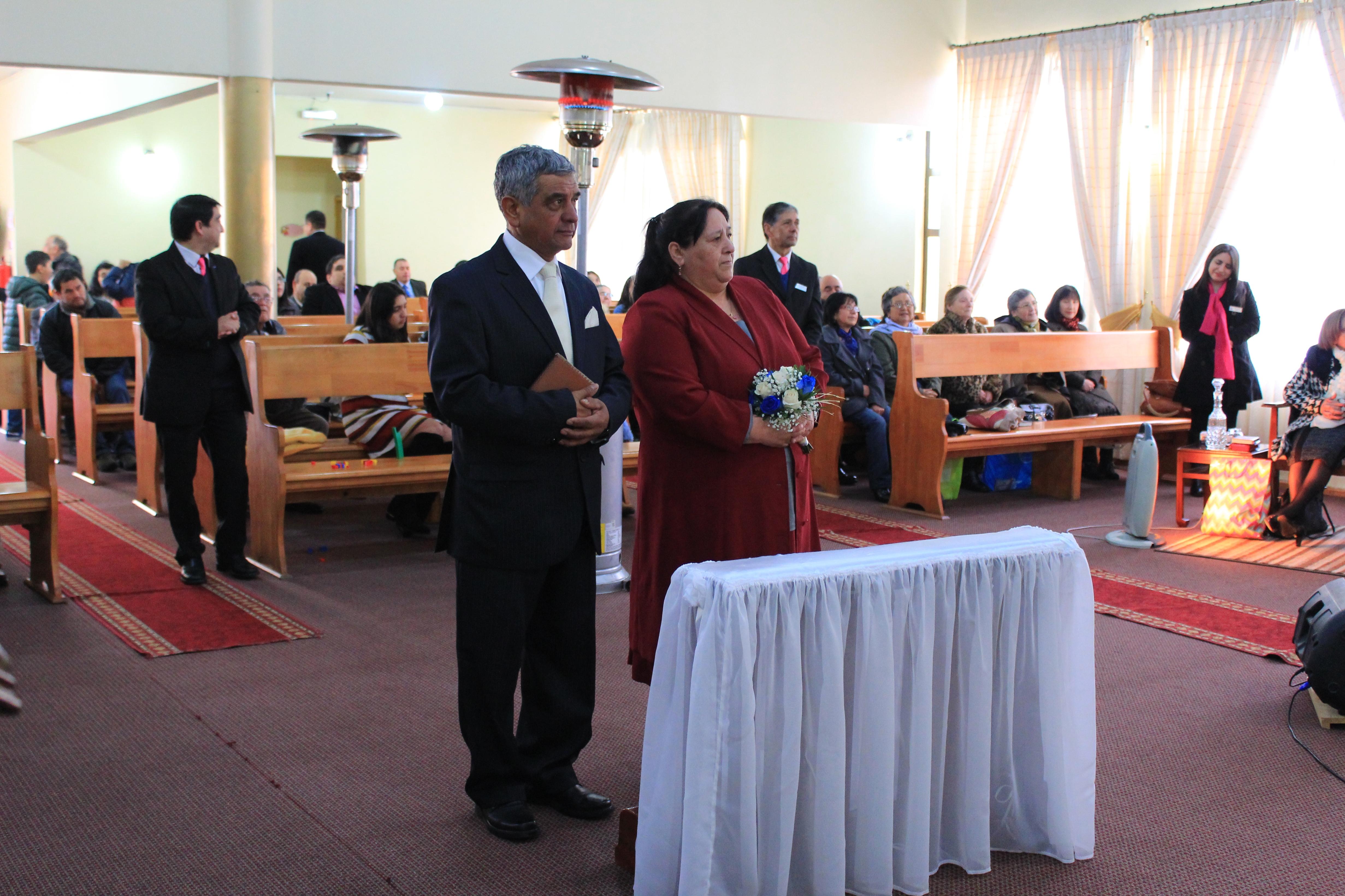Matrimonio celebra bodas de safiro en IMPCH Hualpén