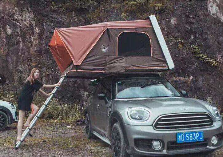 image by Triangle Golden 007 on Flickr & Car roof top tents