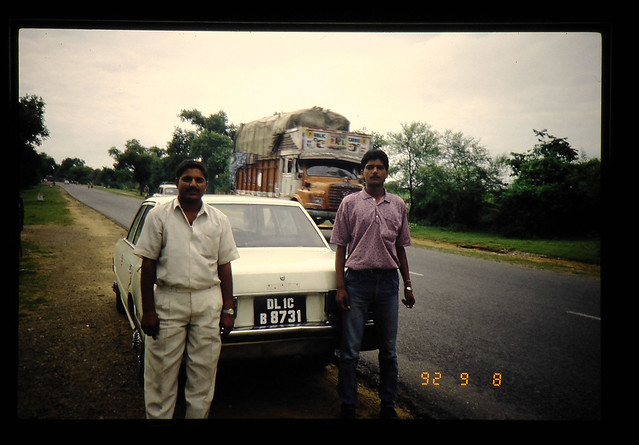 Photo:A Driver And His Relative Between Delhi And Agra = レンタカー運転手と彼の「弟」 By JIRCAS