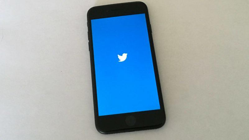 Twitter dalam ponsel.